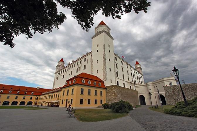 Slovakia-Bratislava-Hrad-(Castle)3-L.jpg